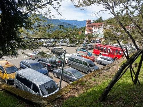 清境農場停車場客滿