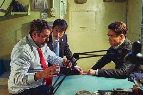 《鋼鐵雨:深潛行動》南北韓、美國三大元首遭囚禁在北韓核子潛艦上