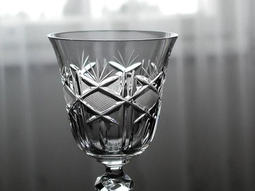 1920px-Crystal_glass