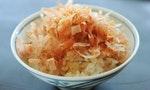 《深夜食堂》中那碗灑滿柴魚片的「貓飯」,其實是關東地區才有的限定口味
