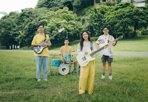 4月22日開幕場演出者:常將土地關懷、環境保護等議題寫入創作的高雄樂團「淺堤」