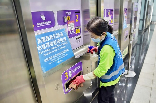 桃園捷運縮短旅客常接觸設施消毒間距時間