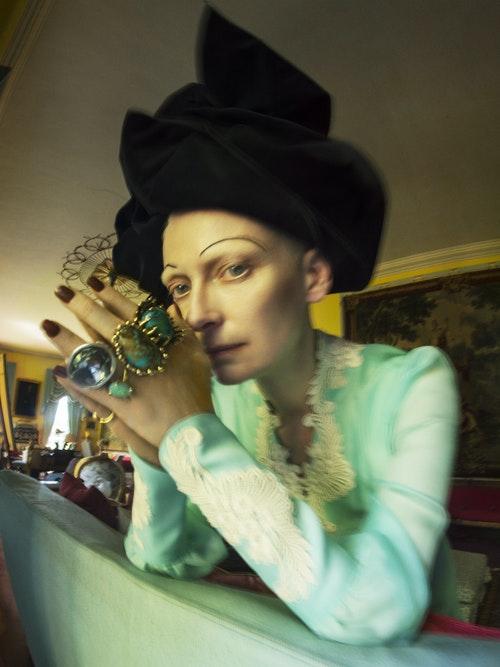 蒂姆.沃克「何不做自己?」系列作品;蒂妲.絲雲頓;時裝:Gucci、Marc_J